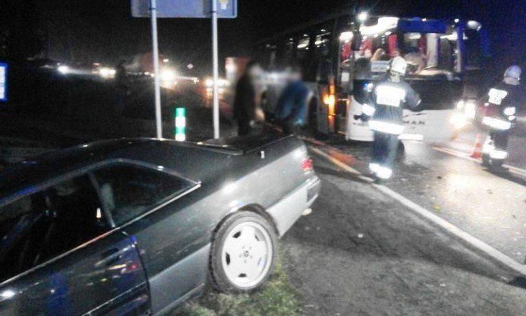 Tęgoborze: znów wypadek. Zderzenie mercedesa z autobusem