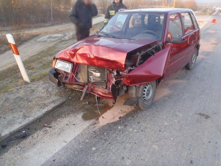 Podegrodzie: dwie osoby ranne w zderzeniu Uno i Focusa