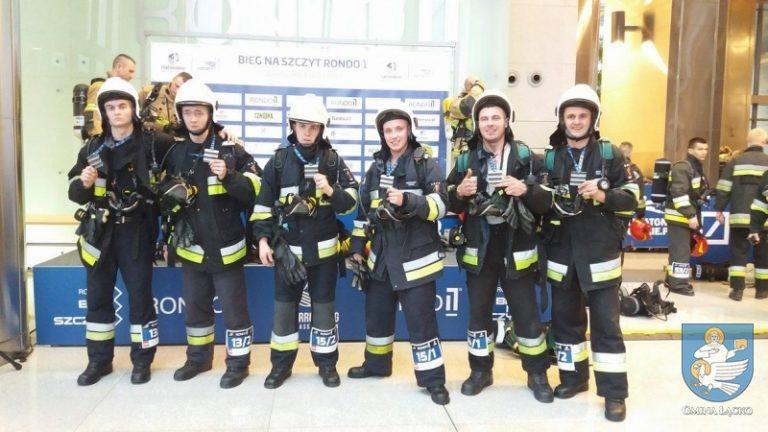 Łącko-Warszawa: strażacy biegli na 37 piętro żeby pomóc
