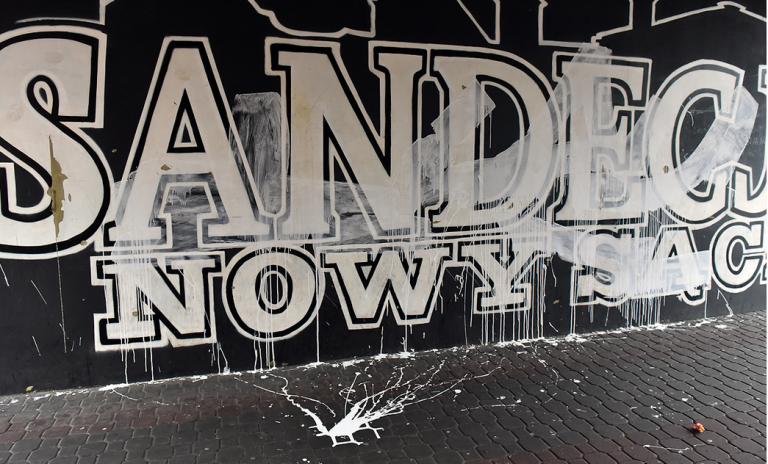 """Wandale zniszczyli mural Sandecji na """"Pekinie"""""""