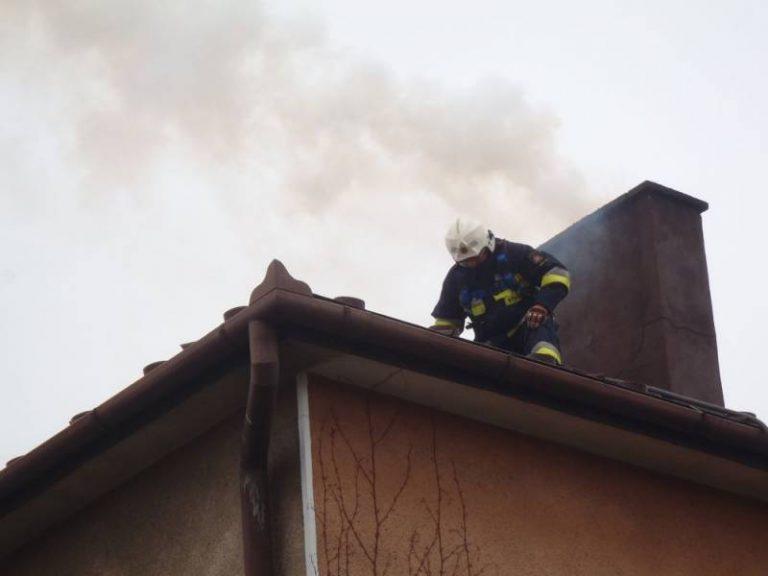 Stary Sącz, ul. Dunajcowa: pożar sadzy w kominie