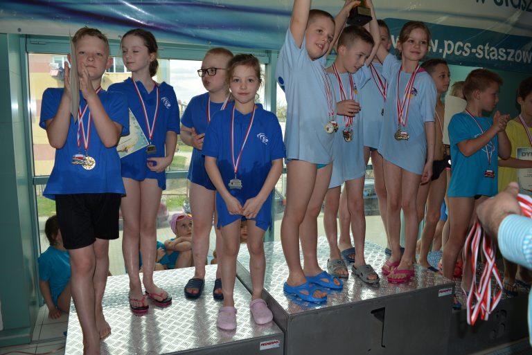 Sądeccy pływacy wrócili ze Staszowa z 38 medalami!