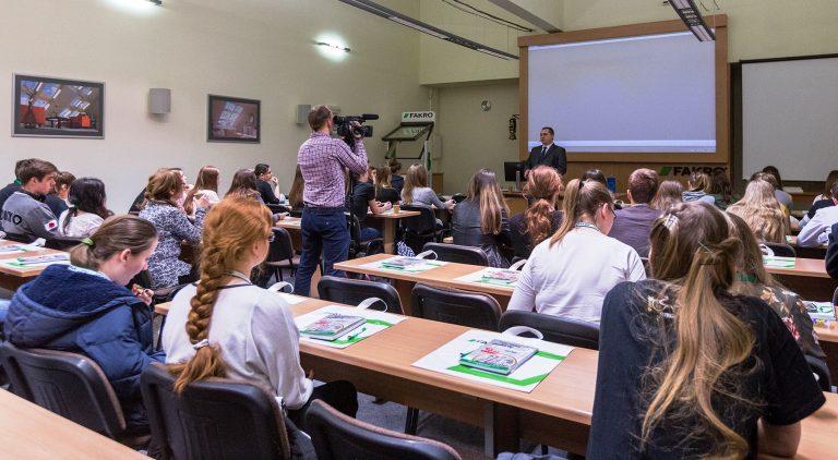 Nowy Sącz: młodzi rozwijają skrzydła przedsiębiorczości z Fakro