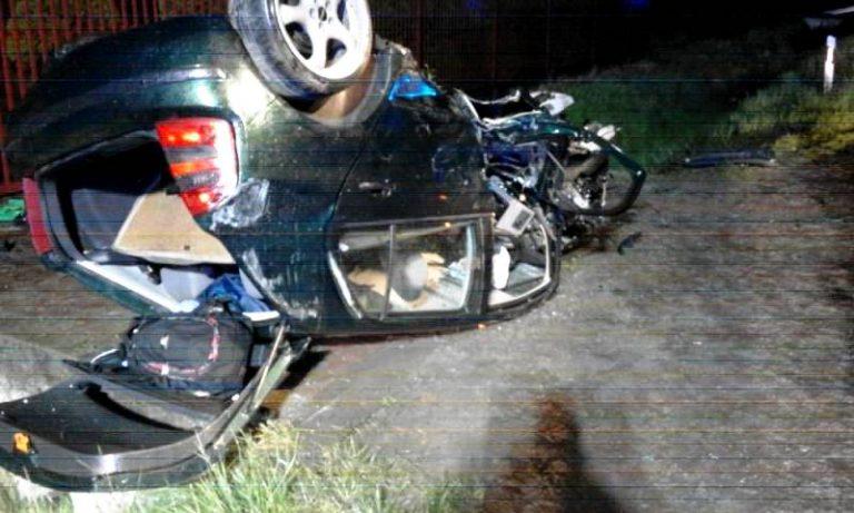 Dąbrowa: Zmasakrowana Skoda Fabia – kierowca cudem uniknał śmierci
