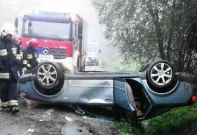 Naściszowa: Audi A4 zakończył podróż dachowaniem
