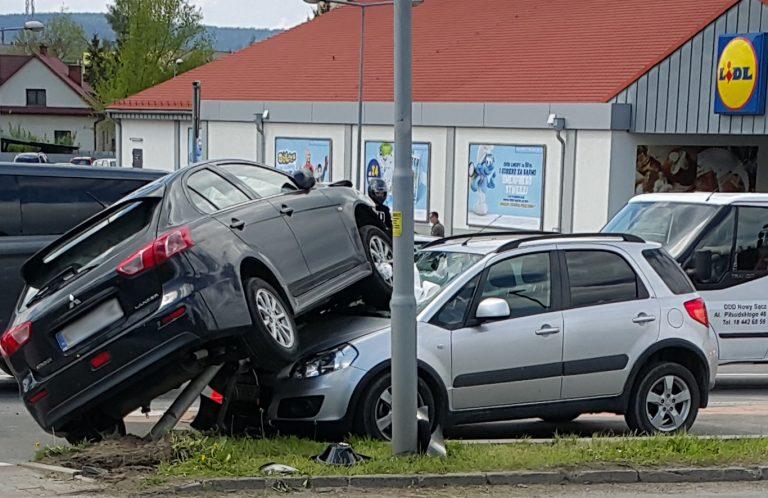 Nowy Sącz, ul. Lwowska:  auto wjechało na auto…