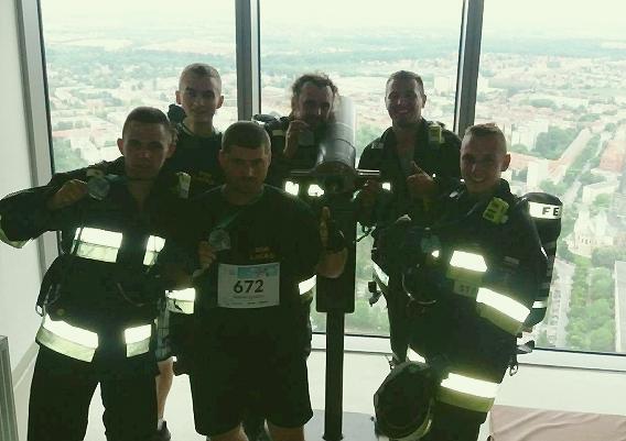 Strażacy z Łącka wbiegli na Skytower