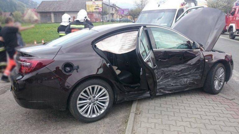 Zabrzeż: trzy auta rozbite, dwie osoby w szpitalu