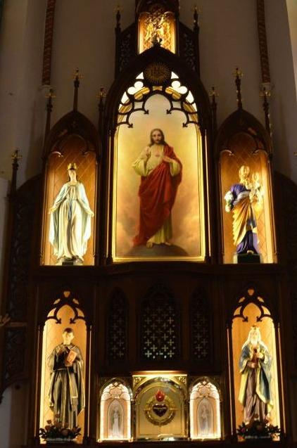 Do ołtarza w kościele kolejowym wróciło Serce Jezusowe