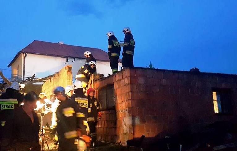 Stróże: 66 strażaków zmagało się z pożarem przez trzy godziny
