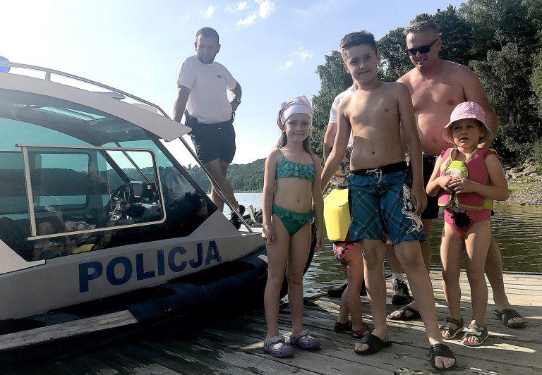 Policja Wodna nad Jeziorem Rożnowskim.