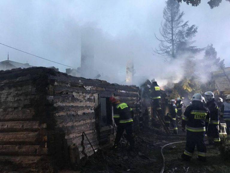 Grybów: 61 strażaków walczyło z szalejącym pożarem