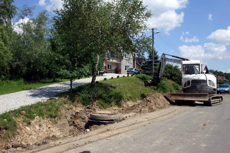 Rozpoczęła się budowa chodnika w Podolu Górowej