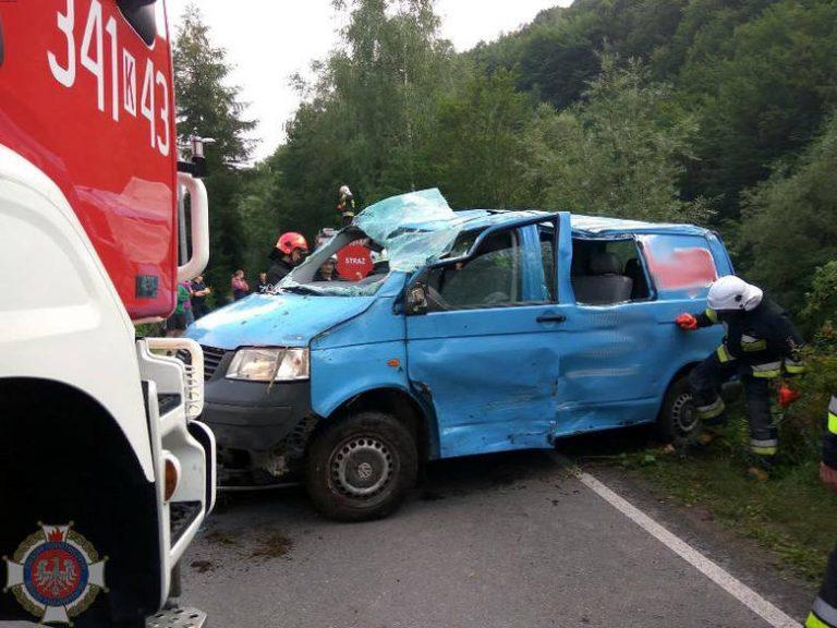 Obidza: samochód wypadł z drogi. Kierowca w szpitalu.