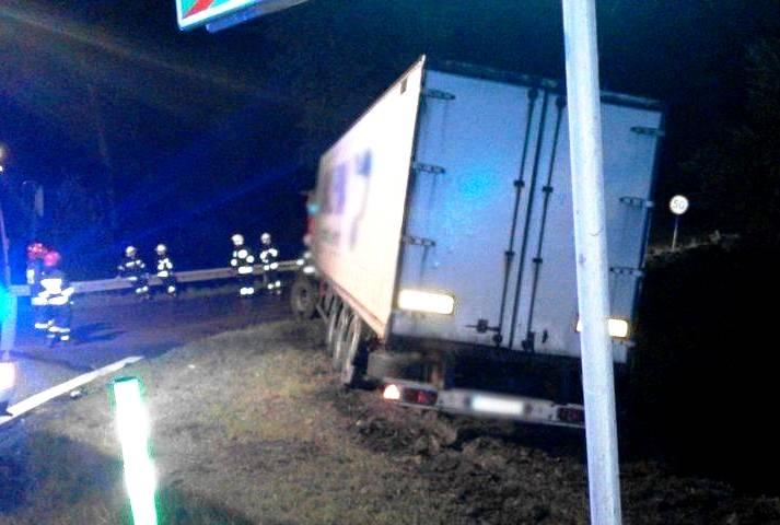 BILSKO: kierowca w szpitalu, słup zniszczony