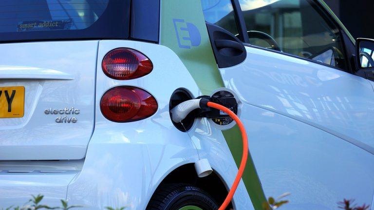 W Nowym Sączu rośnie pierwszy w Polsce salon aut elektrycznych