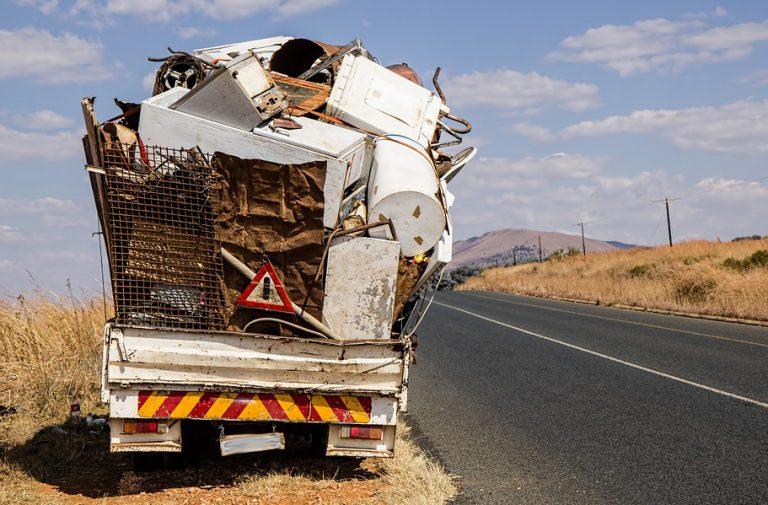 MASZKOWICE: Romowie zapłacili za wywóz jednej trzeciej swoich śmieci. Dostaną w prezencie boisko