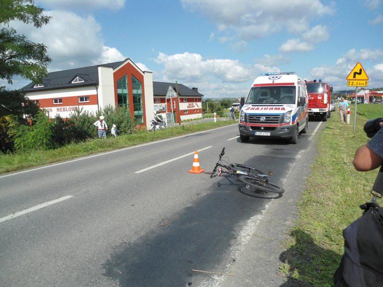 Biała Niżna: Rowerzysta potrącony przez samochód zmarł w szpitalu
