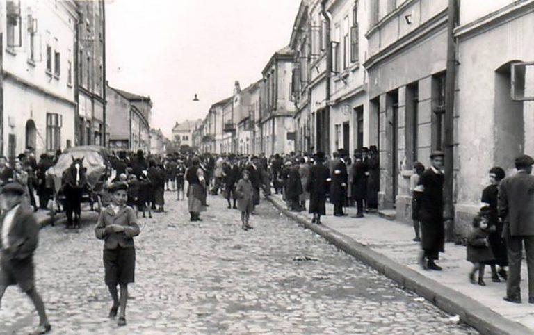 Historyczny spacer w rocznicę likwidacji sądeckiego getta