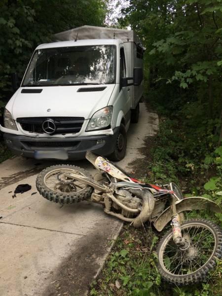 Kąclowa: motocykl zderzył się z samochodem dostawczym