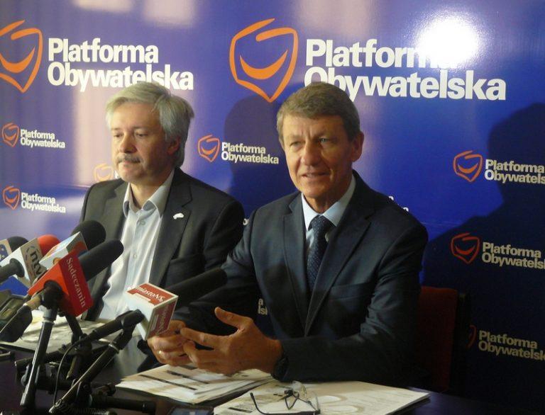 Opozycja wywołuje Wojciecha Piecha do tablicy. Dlaczego jego żona trafiła do rady nadzorczej miejskiej spółki?
