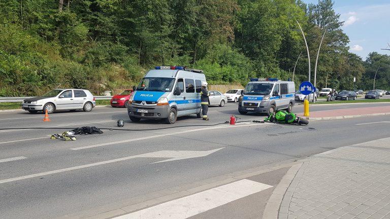 Nowy Sącz, obwodnica północna: motocykl kontra osobówka. Dwoje ludzi w szpitalu