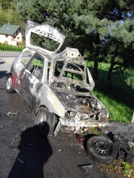 Rożnów: samochód zapalił się w trakcie jazdy