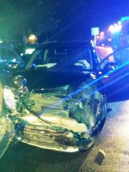 Nowy Sącz, ul. Kochanowskiego: zderzenie dwóch samochodów. Trzy osoby w szpitalu