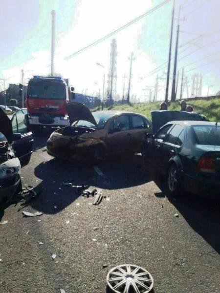 Nowy Sącz, ul. Łukasińskiego: zderzyły się trzy samochody. Osoba dorosła i dziecko w szpitalu