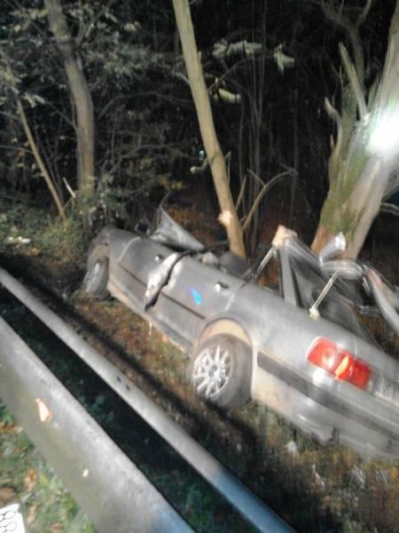 Dąbrowa: kierowca uwięziony przez zgnieciony dach samochodu