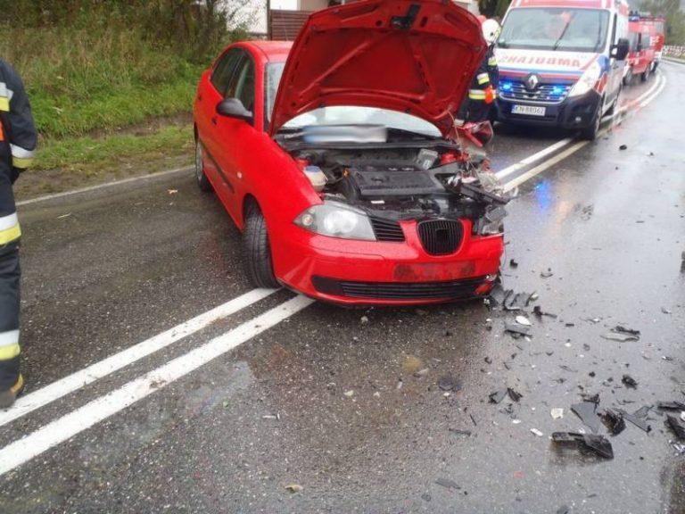 Zabrzeż: samochód osobowy zderzył się z ciężarowym. Pięć osób w szpitalu