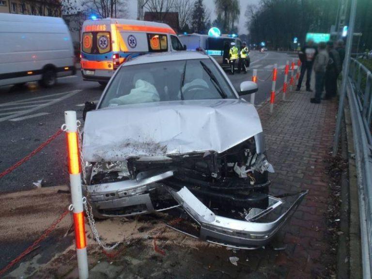 Nawojowa: zderzenie dwóch samochodów. Cztery osoby, w tym dwuletnie dziecko, trafiły do szpitala