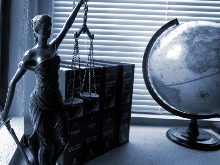 Były dyrektor sądeckiego sądu z zarzutem przyjęcia 170 tys. zł korzyści majątkowej