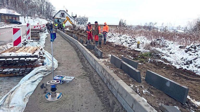Nowy Sącz: rozpoczęły się prace przy budowie chodnika i ścieżki rowerowej przy ul. Kamiennej