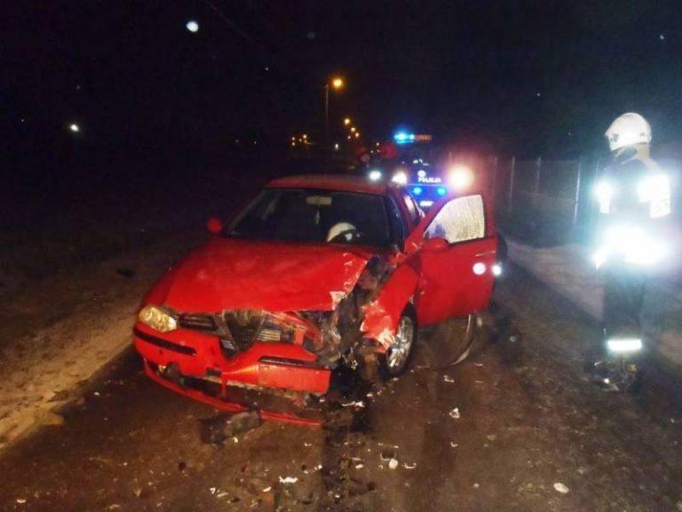 Nowy Sącz, Stary Sącz: Efekty trudnych warunków drogowych. Jedna osoba w szpitalu