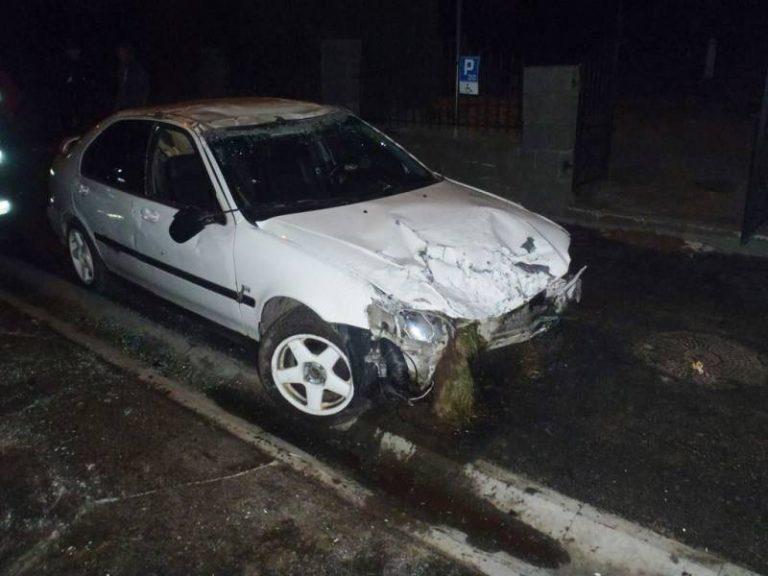 Rytro: samochód uderzył w ogrodzenie oraz w butle z gazem