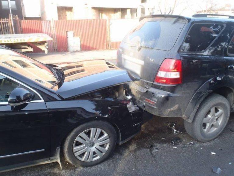 Nowy Sącz, ul. Węgierska: zderzenie dwóch samochodów osobowych. Jedna osoba w szpitalu