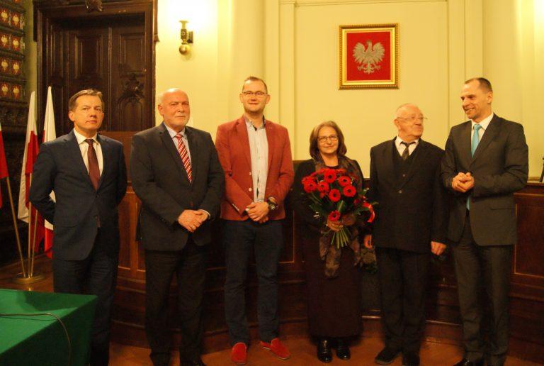 Sądecki satyryk Andrzej Górszczyk otrzymał Tarczę Herbową