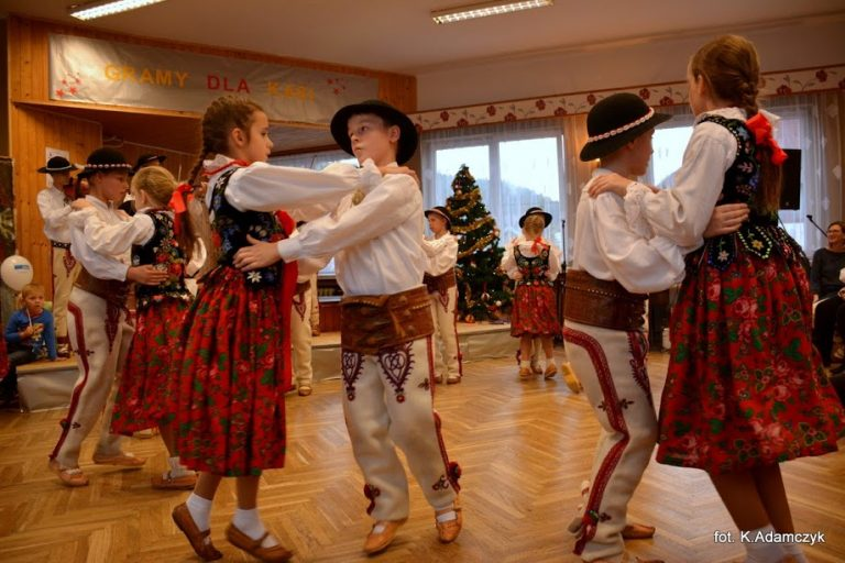 Łącko: grali i śpiewali dla Kasi Kucharskiej. Na leczenie zebrali ponad 35 tys. zł!