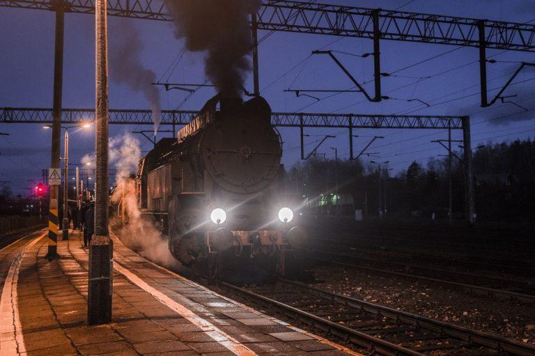 Pociąg pod parą przewiózł ponad 10 tysięcy pasażerów [OBEJRZYJ NIEZWYKŁY FILM!]