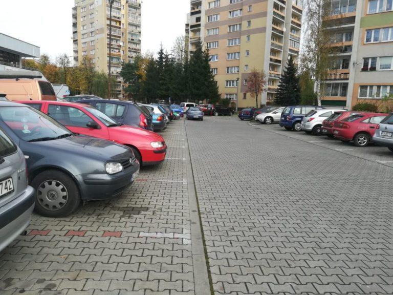 Nowy Sącz, Millenium: parkingi pełne *obcych*