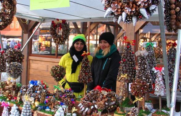 Choinki, renifery i diabły rozdające cukierki czyli Nowy Sącz przygotowuje się do Świąt