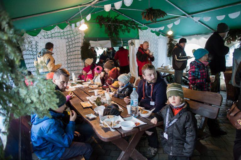 Wysowa: Dzikie Stoły z zimowym ogniem