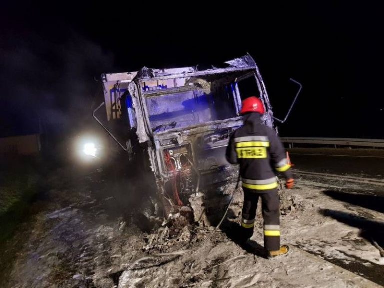 Bilsko: samochód ciężarowy zapalił się na podjeździe pod Just