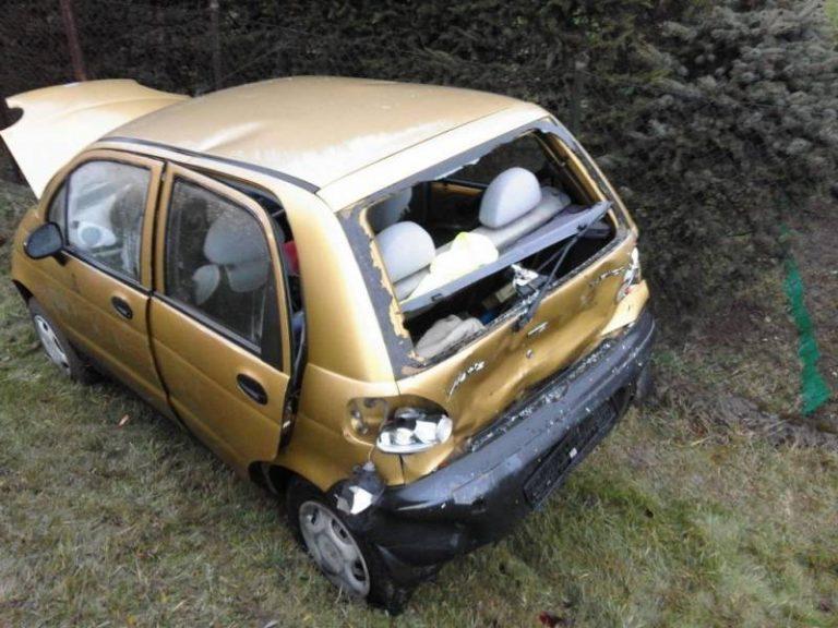 Świniarsko: zderzenie samochodu dostawczego i dwóch osobówek. Dwójka dzieci trafiła do szpitala