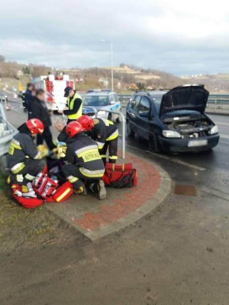 Zderzenie dwóch samochodów osobowych w Tęgoborzu. Jedna osoba w szpitalu