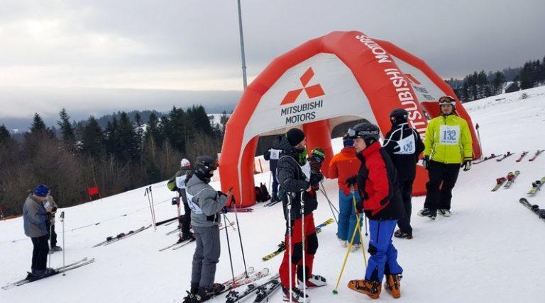 Jeździli na nartach z okazji jubileuszu… szkoły