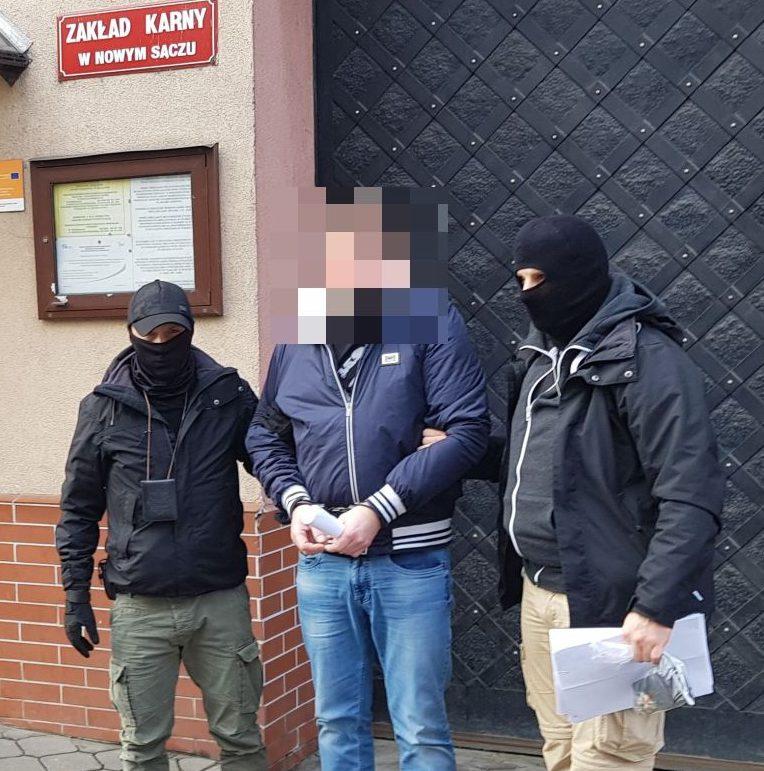 Nowy Sącz: *łowcy głów* z Wrocławia zatrzymali przestępcę poszukiwanego trzema listami gończymi