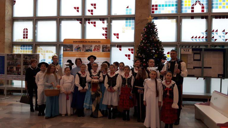Janczowioki zaśpiewały dla dzieci ze szpitala w Prokocimiu.