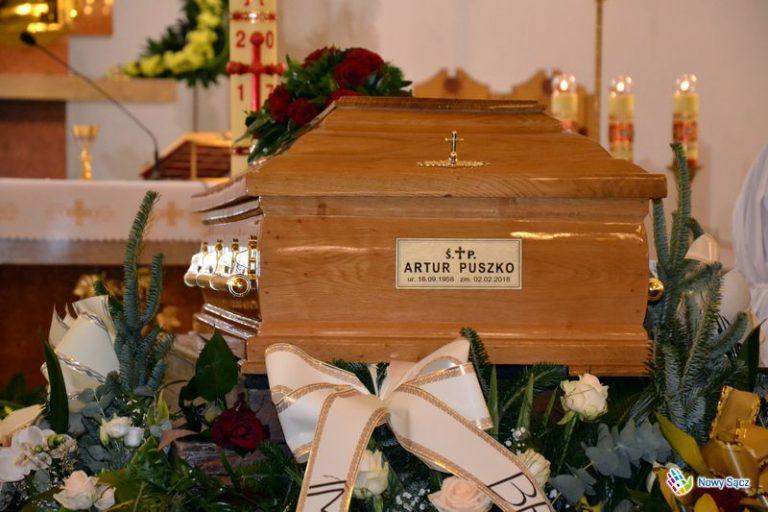 Artur Puszko został pożegnany po raz ostatni przy dźwiękach syren karetek pogotowia